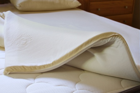 verona latex pillow top omi.jpg